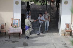 Dia 8 Gente saliendo de un velatorio Samarkanda