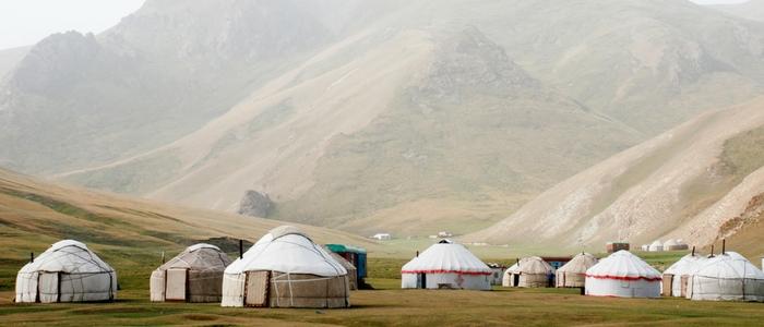 Campamento de yurtas en lago Son Kul
