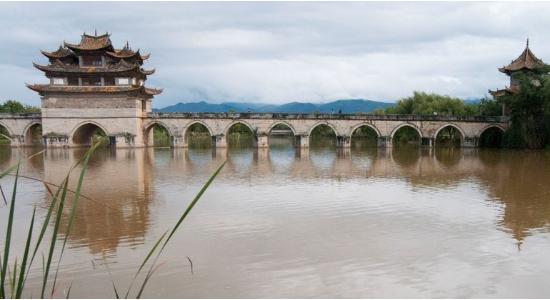 El puente de los dos dragones es una de las maravillas de la ingeniería de Yunnan