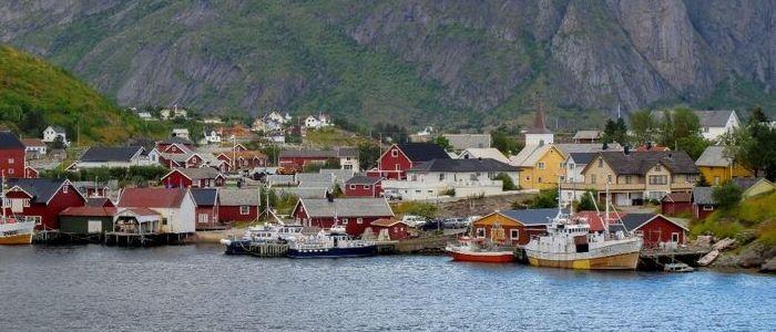Las islas de Lofoten cuentan con multitud de pequeñas poblaciones marineras