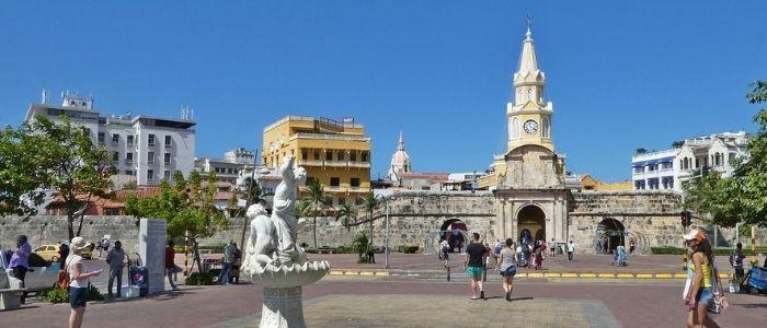 Torre del reloj puerta de entrada a Cartagena de Indias colonial